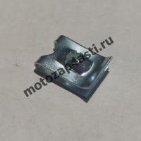 Скоба крепления мотопластика под саморез